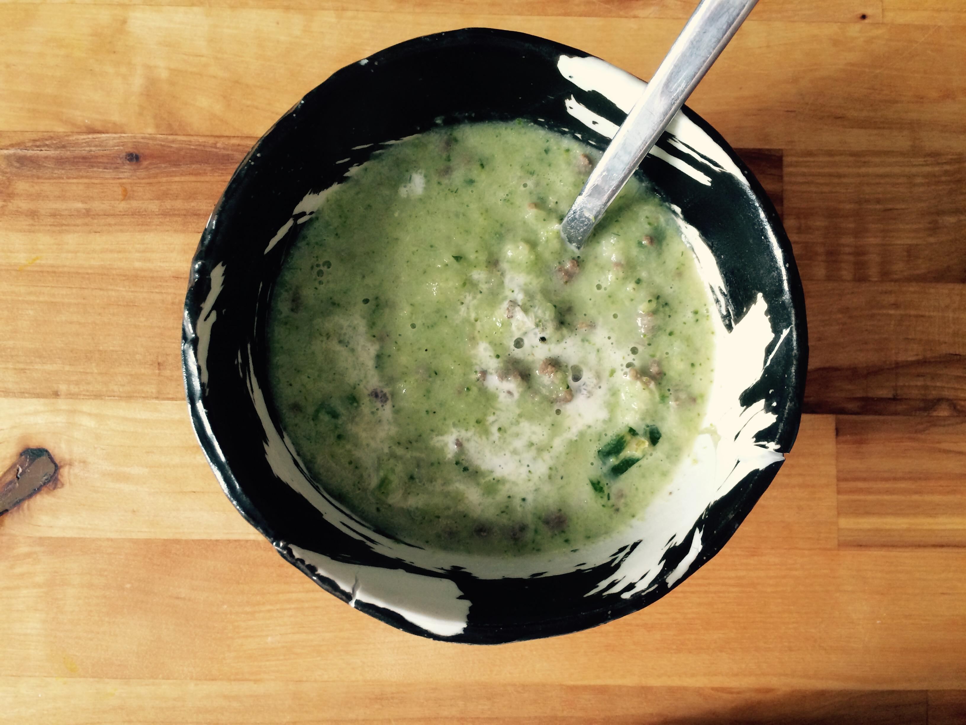 Grüne Suppe aus Fenchel, Brokkoli und Zucchini