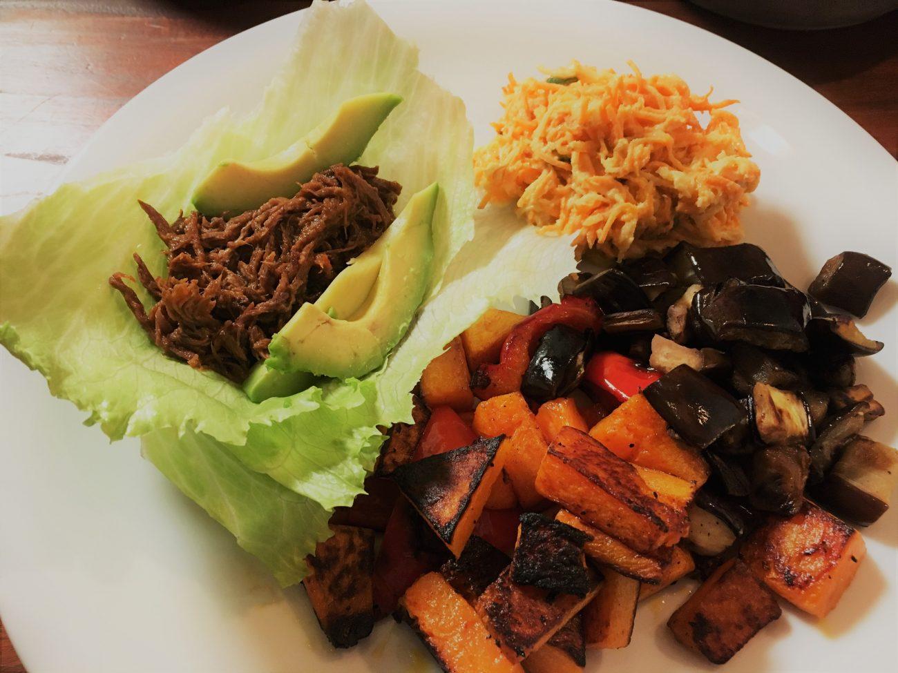 Pulled Beef + Carrot Slaw (Instant Pot Rezept)